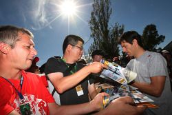 Mark Webber, Red Bull Racing signs autographs
