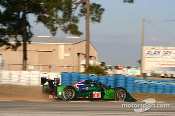 #8 Drayson Racing Lola B09 60 Judd: Paul Drayson, Jonny Cocker, Emanuele Pirro goes off track at Turn 10