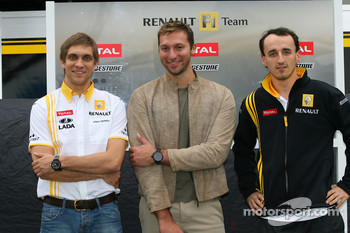 Vitaly Petrov, Renault F1 Team with Ian Thorpe 5 times Olympic gold medalist and Robert Kubica, Renault F1 Team