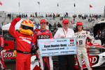 Ryan Hunter-Reay, Andretti Autosport receives an award for the Sao Paulo race