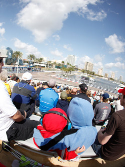 Fans enjoy race action