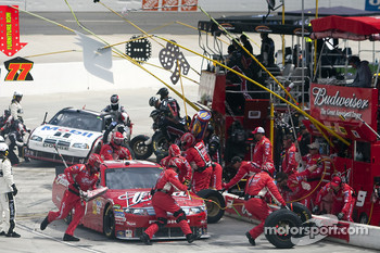 Pit stop for Kasey Kahne, Richard Petty Motorsports Ford