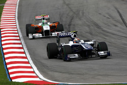 Nico Hulkenberg, Williams F1 Team leads Vitantonio Liuzzi, Force India F1 Team