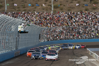 Start: A.J. Allmendinger, Richard Petty Motorsports Ford leads the field