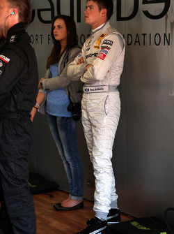 Paul di Resta, Team HWA AMG Mercedes C-Klasse with his girlfriend inside the garage