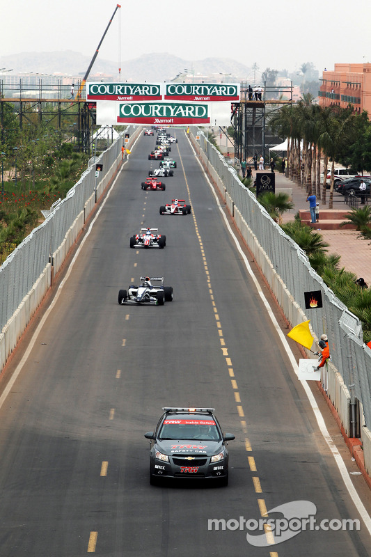 The safety car leads the field in race 1