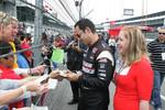Helio Castroneves, Team Penske signs autographs