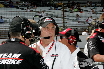 Roger Penske, Team Penske watches qualifying