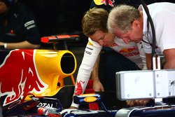Sebastian Vettel, Red Bull Racing and the hole for the f-duct system