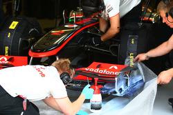 McLaren Mercedes mechanic use painting to work on aero