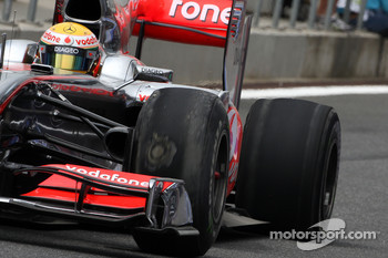 After heavy braking Lewis Hamilton, McLaren Mercedes suffers tyre problems and punctures