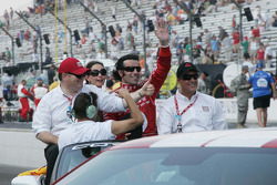 Chip Ganassi, Ashley Judd and Dario Franchitti, Target Chip Ganassi Racing celebrate winning the 94th Indianapolis 500