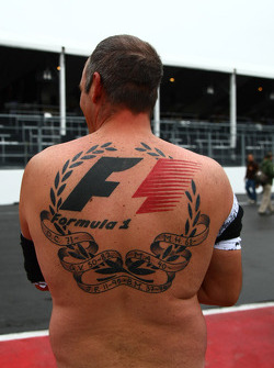 A fan with a huge f1 tattoo