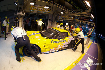 Pit stop for #64 Corvette Racing Chevrolet Corvette C6 ZRL: Oliver Gavin, Olivier Beretta, Emmanuel Collard