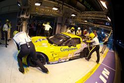 Pit stop for #64 Corvette Racing Chevrolet Corvette C6 ZRL: Oliver Gavin, Olivier Beretta, Emmanuel Collard