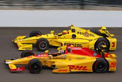 Ryan Hunter-Reay, Andretti Autosport Honda, und Helio Castroneves, Team Penske Chevrolet