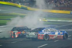 Crash: Kasey Kahne, Hendrick Motorsports Chevrolet, und Tony Stewart, Stewart-Haas Racing Chevrolet
