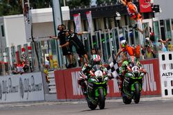 Jonathan Rea, Kawasaki Racing; Tom Sykes, Kawasaki Racing Team