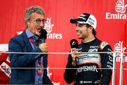 (Зліва направо): Едді Джордан та Серхіо Перес, Force India F1, третє місце, на подіумі