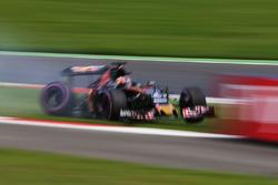 Daniil Kvyat, Scuderia Toro Rosso in trouble