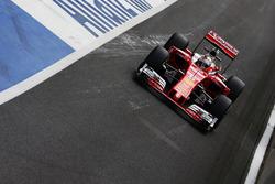 Sebastian Vettel, Ferrari SF16-H removes a tear off visor from his helmet