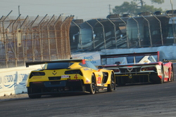 Corvettes in turn 1, race day morning warm-up