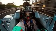 Rosberg F1 aracında selfie çekiyor!