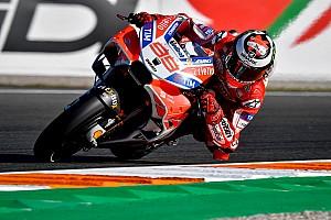Lorenzo domina en Valencia y Márquez suma su 26ª caída del año