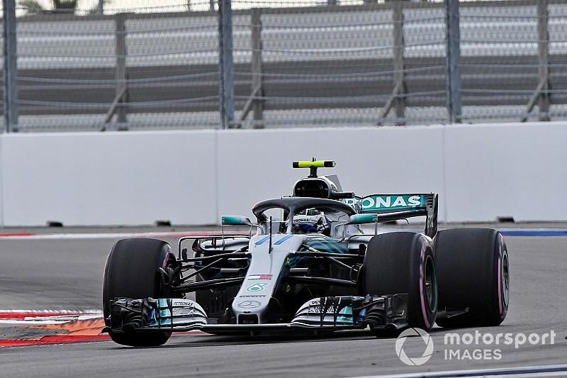 Bottas verslaat Hamilton in strijd om pole, Verstappen rijdt alleen in Q1