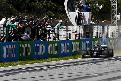F1スペインGP決勝:2ストップ作戦を完遂、ハミルトンが優勝。フェルスタッペン2位、角田はリタイア