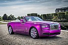 Auto Un Rolls-Royce fuchsia à Pebble Beach