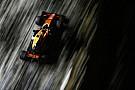 Vandoorne a McLaren autóját méltatja Szingapúrban