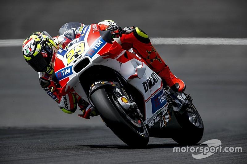 Гонщики Ducati доминировали во второй день тестов в Австрии
