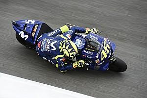 MotoGP Verslag vrije training Rossi voert eerste MotoGP-sessie in Catalonië aan