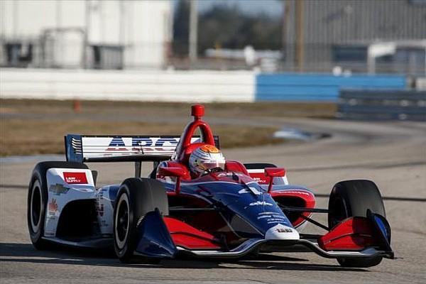 IndyCar Leist aprova primeiro contato com carro da IndyCar de 2018