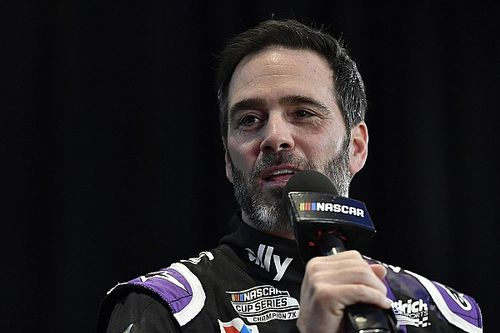 Чемпион NASCAR решил добраться до «Инди-500» за два года