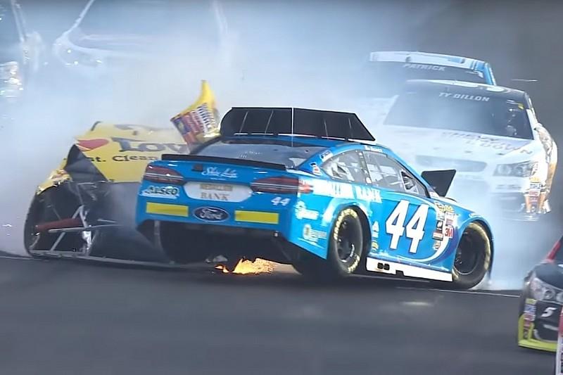 Die Crashs und der Spritpoker: Die Video-Highlights von NASCAR in Kentucky