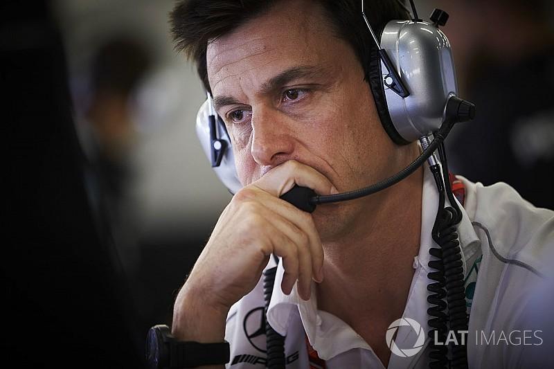 Wolff: Bottas kararını Singapur'a kadar vermek istiyoruz