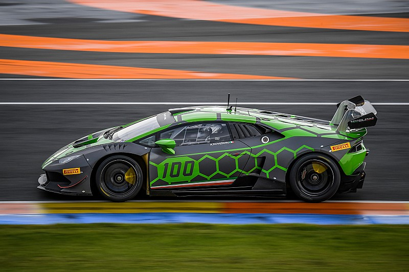 Довіціозо змагається у фіналі чемпіонату світу Lamborghini в Честе