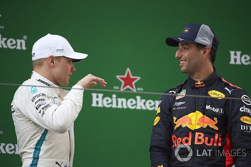"""Mercedes похвалила Боттаса за втечу від """"безжального"""" Ріккардо"""