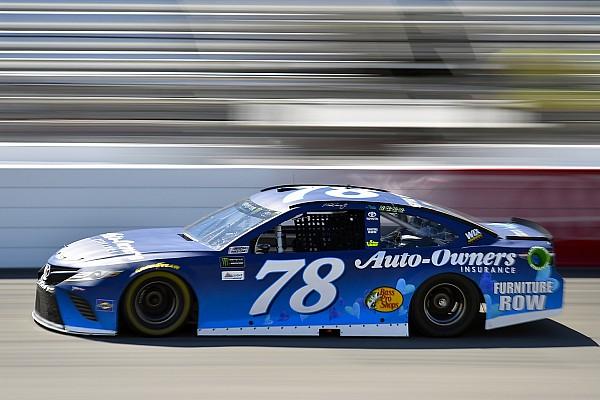 NASCAR Cup Truex gana una segunda etapa accidentada en Richmond