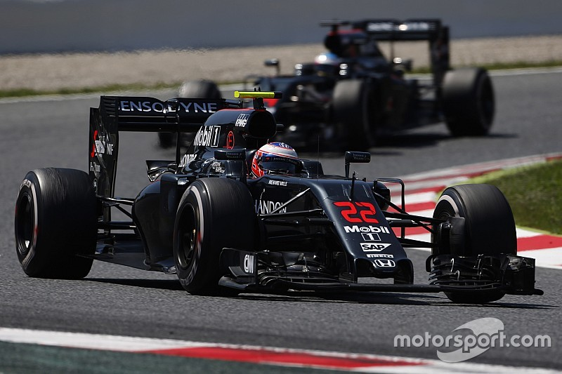 Денніс: Тільки McLaren повалить Mercedes з трону