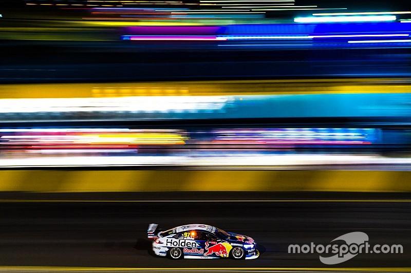Первую за 20 лет ночную гонку Supercars в Австралии выиграл ван Гисберген