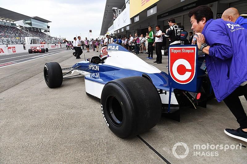 На «Сузуке» отпраздновали юбилейный Гран При парадом классических машин Ф1
