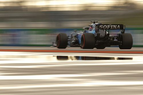 """Russell """"almost crashing"""" in Sochi F1 pits after switch to slicks"""