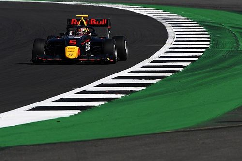 Silverstone F3: Lawson fends off Piastri for victory