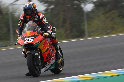 Le Mans Moto2: Fernandez beats Gardner as Lowes crashes out