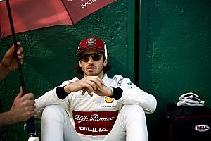 La carrera de Giovinazzi comprometida por un daño en el piso de su chasis