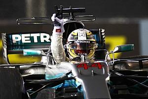 Formule 1 Raceverslag Hamilton zet belangrijke stap naar titel met zege in Singapore, Verstappen valt uit bij startcrash