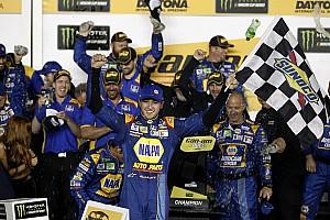 NASCAR Cup Новость Чейс Эллиотт и Денни Хэмлин выиграли гонки Can-Am Duel